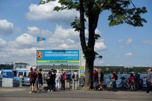 Warteschlange am Fähranleger in Wannsee